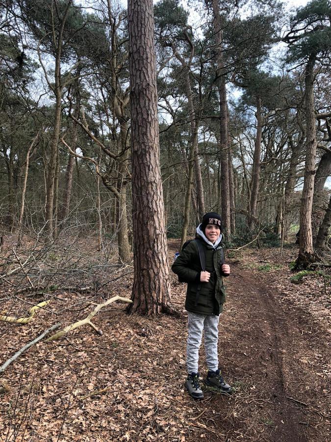 Levi dinsdagmorgen vlak voor het vertrek in het bos bij Woensdrecht.