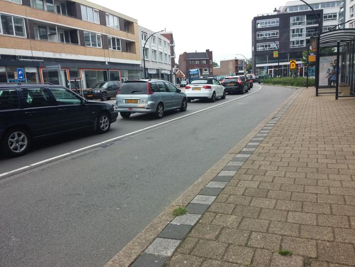Aansluiten in de file op de Deldenerstraat.