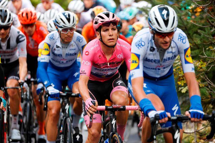 Almeida in de roze leiderstrui.