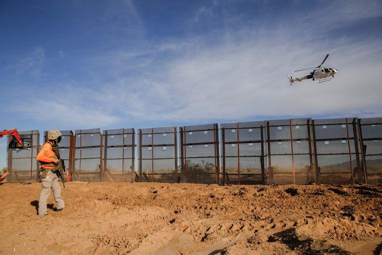 Bouw van de grensmuur. Beeld REUTERS