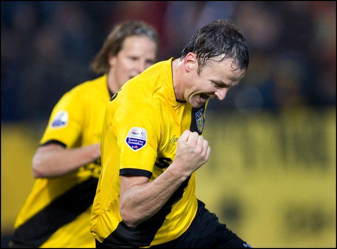 Rob Penders, in de rug gevolgd door zijn vertrouwde verdedigingspartner Patrick Zwaanswijk, staat als clubicoon symbool voor een van de meest florerende NAC-periodes in de historie van de club.