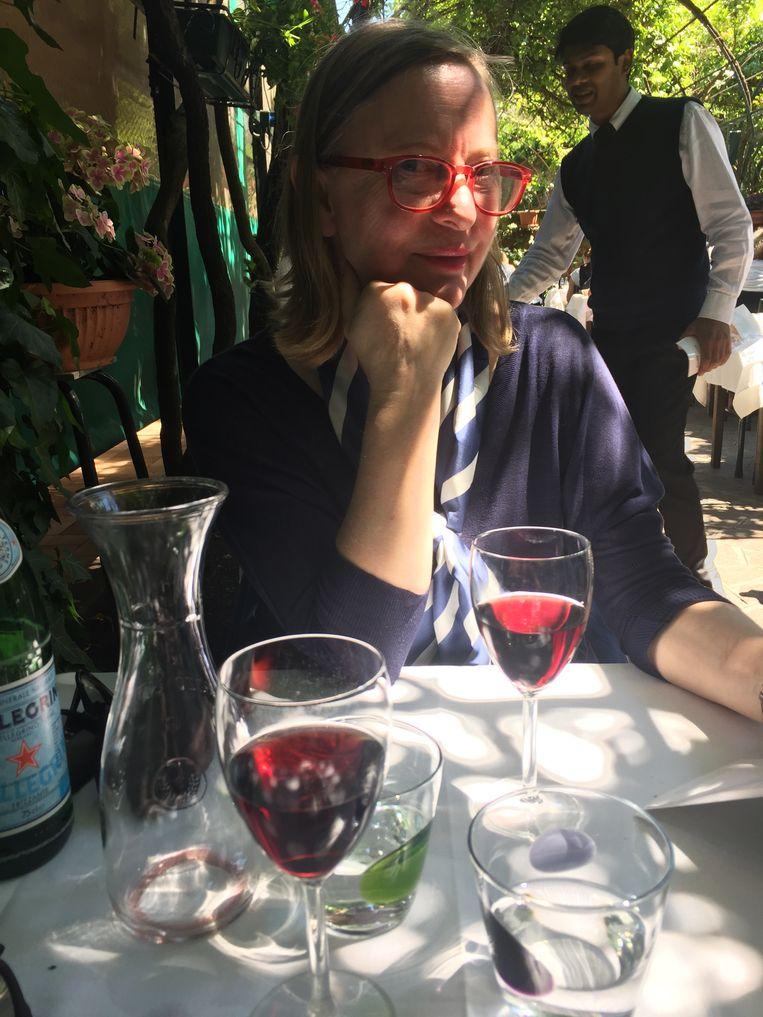 In de tuin van de Antica Locanda Montin, waar de film 'Anonimo Veneziano' zich afspeelt. Aan het tafeltje waar de hoofdrolspelers ook zaten. Beeld Lene Kemps/RV