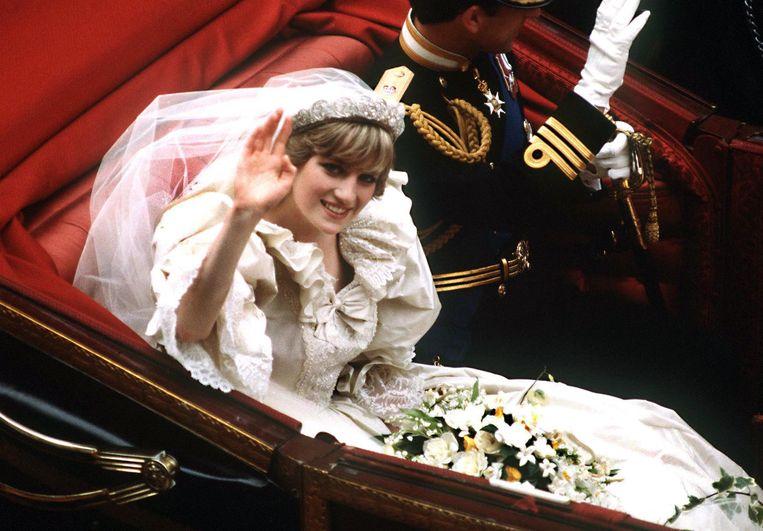 Prinses Diana in de koets terug van haar bruiloft naar het kasteel op 29 juli 1981. Beeld Getty Images