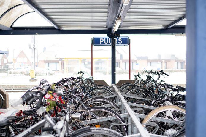 PUURS Fietsenstalling aan het station van Puurs