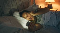 Nieuwe studie toont aan: tieners die laat gaan slapen, hebben meer kans op astma en allergieën