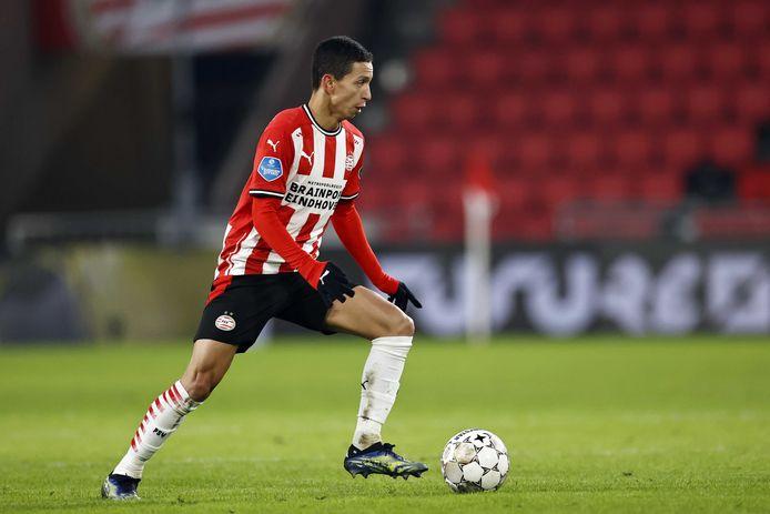 Mauro Júnior aan de bal in het duel met FC Twente.