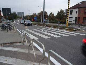 Dronken bestuurder (53) botst op geparkeerde auto
