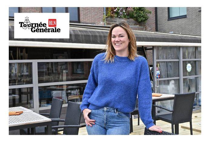 Tjessa Hemelaere van Brasserie 22 is klaar voor de heropening van de terrassen.