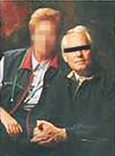Aaldert van E. (rechts), zoals hij in 2000 op de omslag van zijn autobiografie stond.