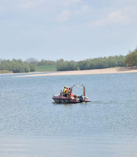 Zoekactie naar drenkeling bij Tolkamer na aantreffen van kleding aan waterkant