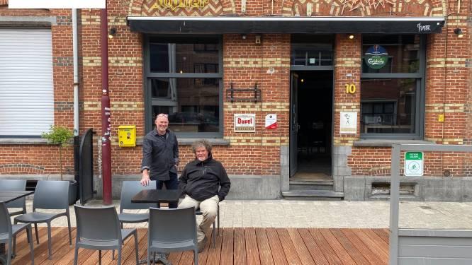 """Café De Flater heropent met vernieuwd terras: """"Als de klanten nu héél goed drinken, zal het rendabel zijn"""""""