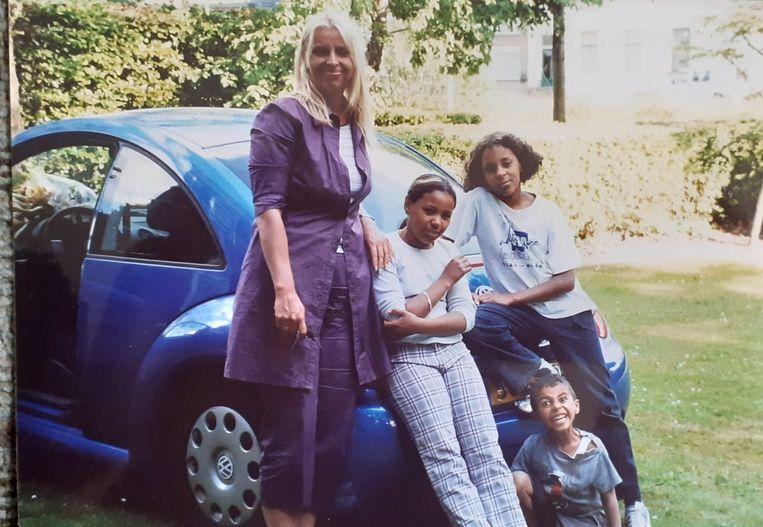 Monique met haar kinderen toen ze nog klein waren Beeld Privébeeld