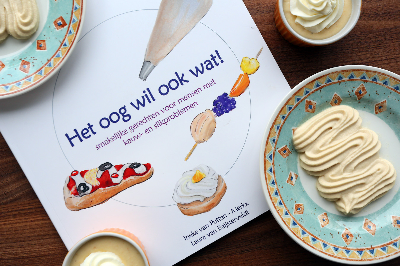 Het oog wil ook wat, heet het kookboek dat Laura en Ineke schreven. De (gepureerde) gerechten zijn dan ook nauwelijks van echt te onderscheiden.