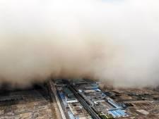 Une immense tempête de sable s'abat sur une ville chinoise
