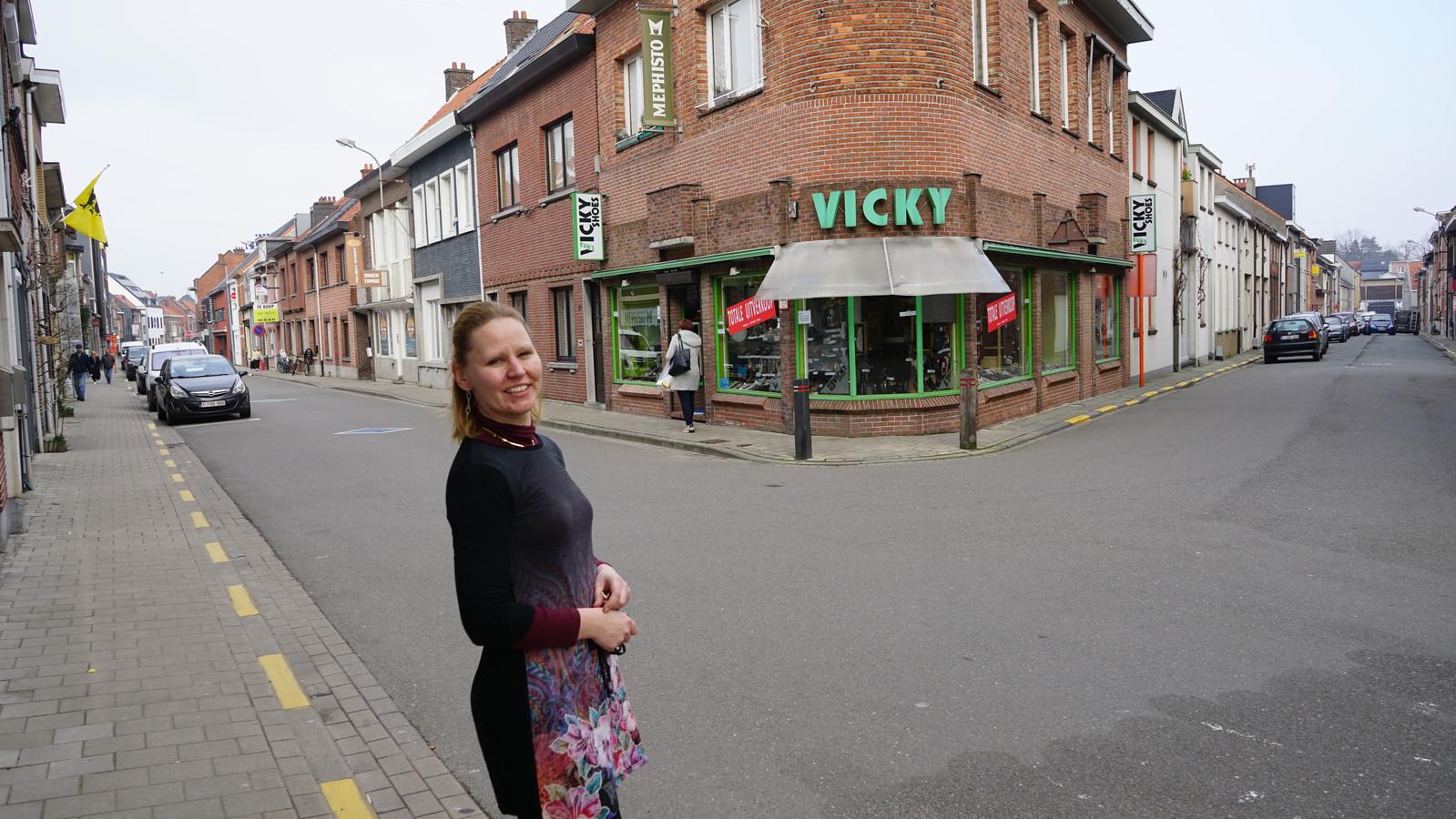 Eva Meersman, de tweede generatie in de schoenenwinkel, wil haar leven over een andere boeg gooien.
