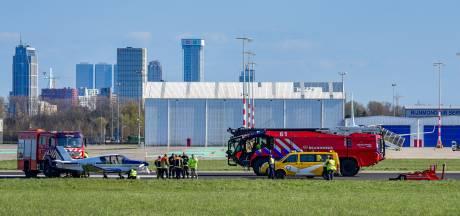 Sportvliegtuigje landt naast baan op Rotterdam The Hague Airport