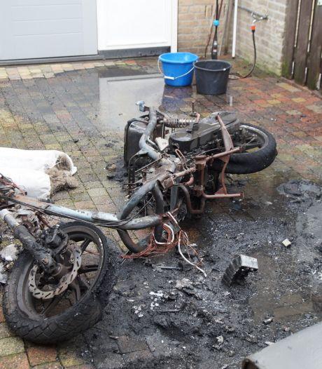 Scooter brandt volledig uit in achtertuin Vlijmen