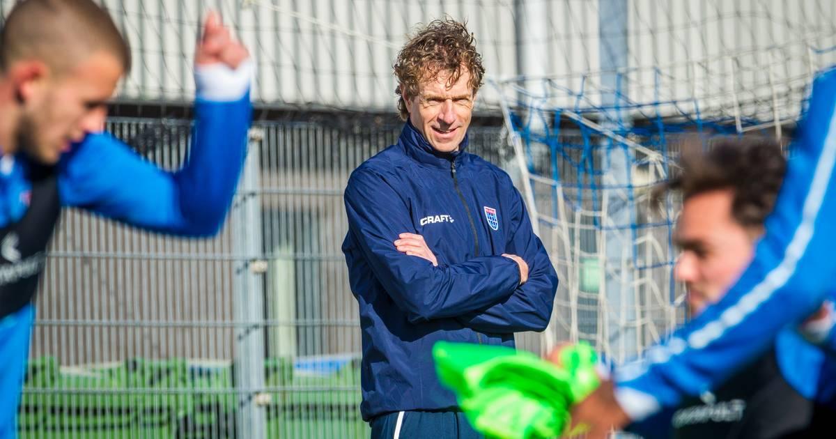 Bert Konterman is de nieuwe trainer van PEC Zwolle, maar weten zijn spelers wel wie hij is? - AD.nl