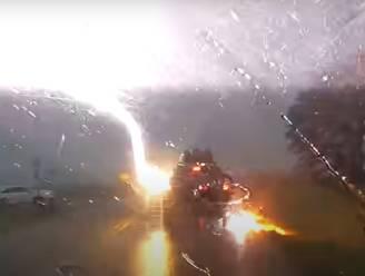 Jeep vier keer geraakt door bliksem: lekke banden en geroosterde elektronica