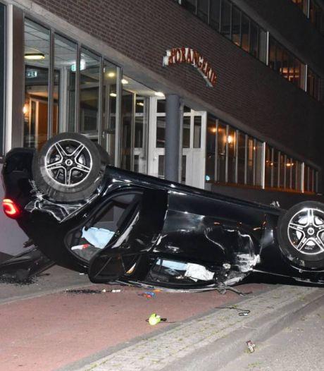 Automobilist slaat over de kop in centrum Vlissingen: 'Het was een gigaklap'