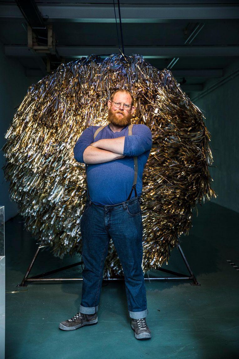 Oscar Peters, kunstenaar, voor zijn kunstwerk in W139, Amsterdam. Beeld null
