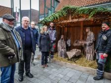 Levende kerststal blinkt weer in tuin van Volkskundemuseum, klaar voor Midwinterfeest
