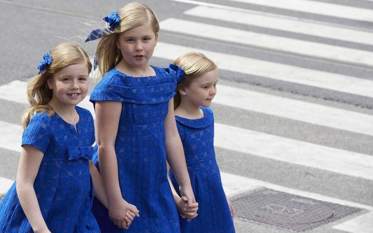 De Nederlandse prinsesjes Alexia (links), Amalia en Ariane (rechts) bij de kroning van hun vader Willem-Alexander in 2013. Beeld ANP