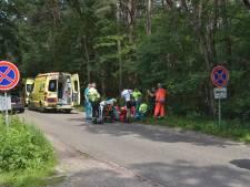 Wielrenster ernstig gewond na botsing met auto in Alphen, traumaheli geland