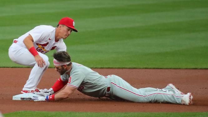 Phillies-vedette krijgt honkbal met 156 km/u in gezicht