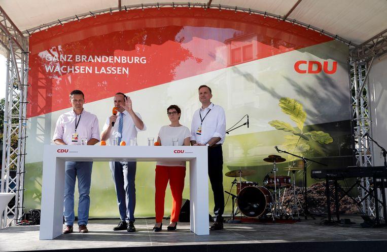 CDU voert campagne in Brandenburg. Tweede van rechts is Annegret Kramp-Karrenbauer. Beeld EPA