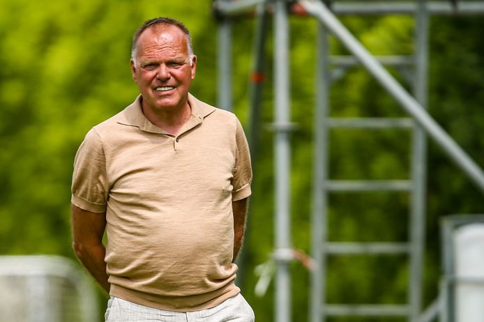 """Het voetbal van Sparta is niet om aan te zien, maar technisch directeur Henk van Stee houdt moed. ,,We wisten dat het een heel zwaar seizoen zou worden."""""""