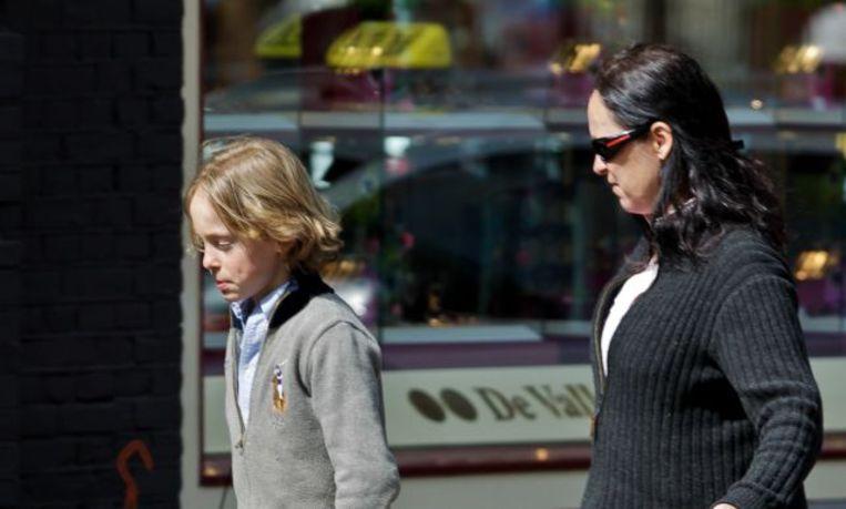 Hugo Klynstra en zijn moeder, Brigitte Klynstra, op het laatst beschikbare beeld van de jongen uit 2010. Beeld Hollandse Hoogte