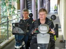 Scootmobiel weg bij voordeur? Bewoners  seniorencomplex laten dat níet gebeuren