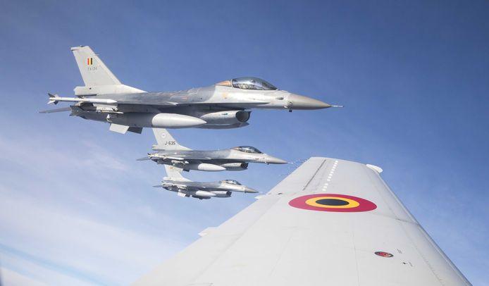 Archiefbeeld: Belgische en Nederlandse F-16's tijdens  een vlucht boven Nederland.