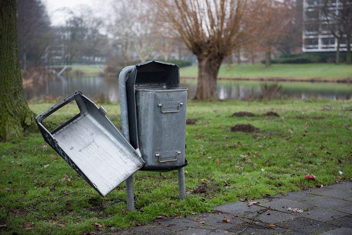 EINDHOVEN - Kapot straatmeubilair wordt in Eindhoven na een melding hierover snel gerepareerd of vervangen