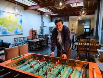 """Jan (39) uit Borgerhout organiseert fysieke en coronaproof teambuildings: """"Collega's hebben nood aan dat praatje aan het koffiemachine dat niet meer bestaat"""""""