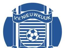 Half uur langer blijven plakken in de kantine van RKVV Nieuwkuijk