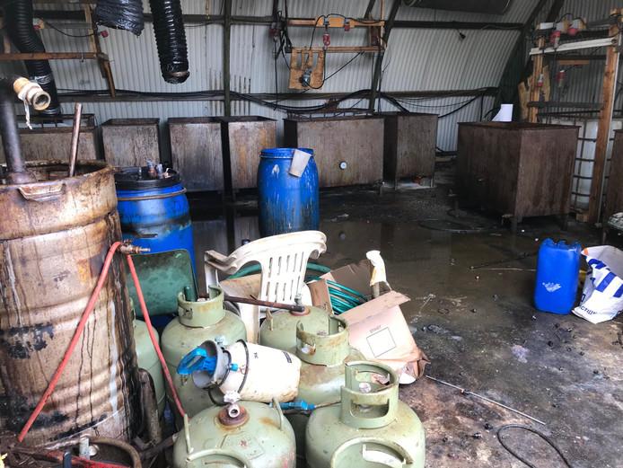 In Zaltbommel vond de politie half april bij de inval een groot en smerig drugslab.