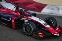 Bent Viscaal in zijn nieuwe Formule 2-bolide op het circuit van Bahrein.