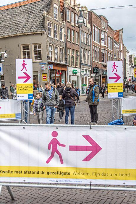 Coronabeperkingen hartje Zwolle verdwijnen, marktkramen weer op vaste stek
