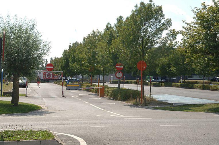 Het hotel wordt gebouwd boven de uitrit en de parking van Waregem Expo.