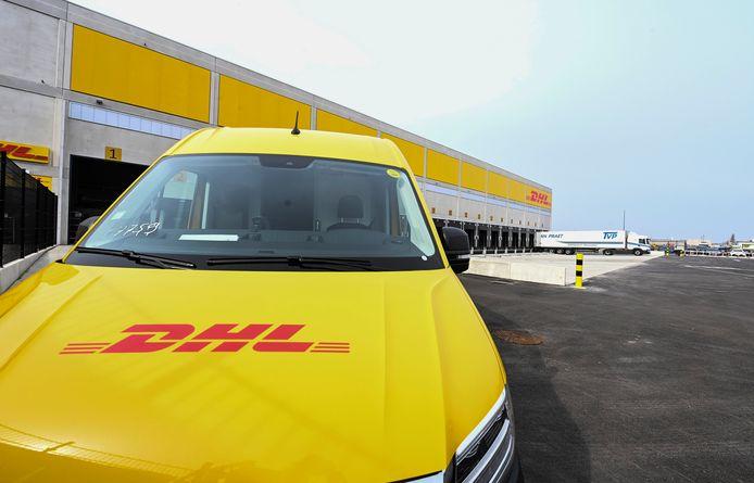 Het nieuwe distributiecentrum op Blue Gate Antwerp is het grootste van DHL Express in België en zet volop in op emissieloze pakjesleveringen, met cargofietsen en elektrische bestelwagens.