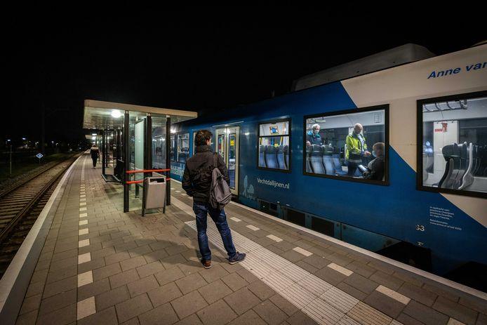 In de trein van Arriva tussen Zwolle en Emmen loopt de overlast soms de spuigaten uit. De vervoerder wil daarom maatregelen nemen. Zo wil het graag extra personeel aanstellen, maar is het daarbij afhankelijk van de provincie als opdrachtgever.
