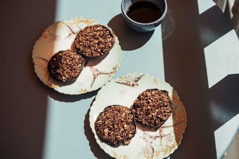 Portobello's met een vijfkruidenkorst uit de oven Beeld Jakob van Vliet