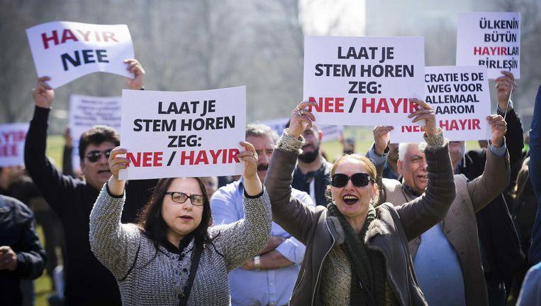 Een demonstratie door nee-stemmers op het Malieveld in Den Haag verliep gisteren vreedzaam Beeld Evert-Jan Daniels/ANP