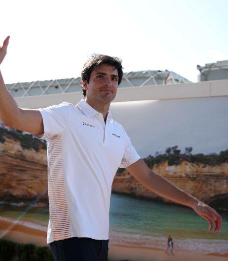 Sainz maakt eerste meters in drie jaar oude Ferrari