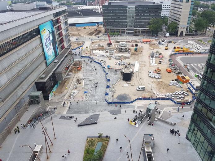 Het nieuwe Jaarbeursplein naast het Beatrix Theater.