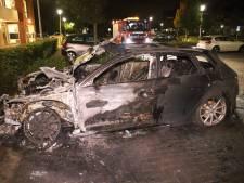 Geparkeerde auto uitgebrand in Culemborg, politie doet onderzoek
