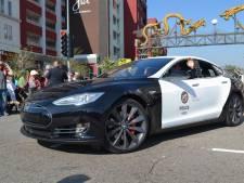 Tesla-politieauto moet achtervolging staken door lege accu
