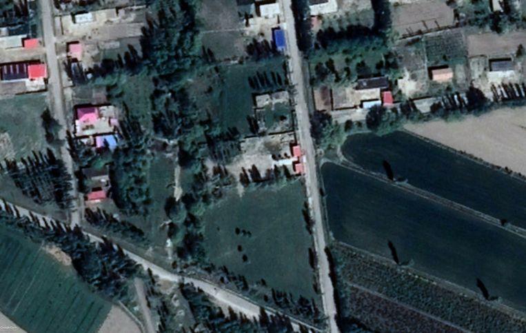 Satellietbeeld van dezelfde locatie in 2018. De moskee van de Kazachse gemeenschap in Aktubek is volgens een lokale bron en satellietfoto's begin dat jaar afgebroken, volgens lokale ambtenaar Han Taibin is het gebouw 'in renovatie'. Beeld